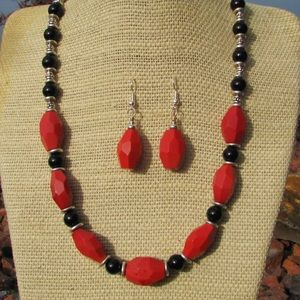 Jewelry - Coral Quartz & Black Onyx Necklace/earring set